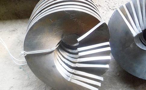 螺旋输送机的螺旋叶片有实体螺旋面